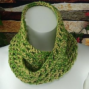 Hand knit woolen twisted cowl